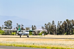 Tropicair DHC-6-300 Twin Otter X2 take-off-1
